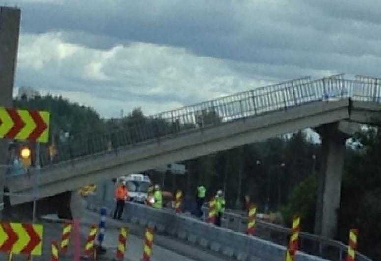В Германии рухнул пешеходный мост, погиб один человек