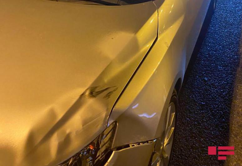 """Bakıda """"KİA""""nın vurduğu piyadanın üzərindən digər avtomobil keçib - <span class="""