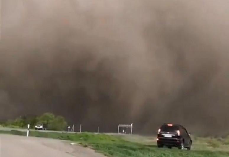 """Пыльная буря накрыла Дагестан-<span class=""""red_color"""">ВИДЕО"""