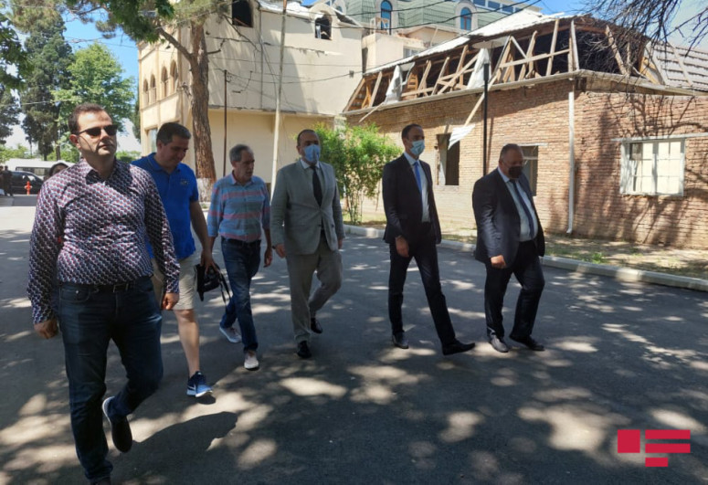 """French journalists visited areas in Ganja shelled by Armenians-<span class=""""red_color"""">PHOTO"""