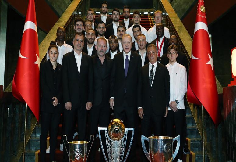 """Ərdoğan """"Beşiktaş""""ı qəbul edib"""