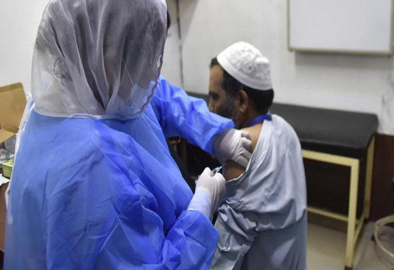 Pakistan starts COVID-19 vaccination for 30-39 age group