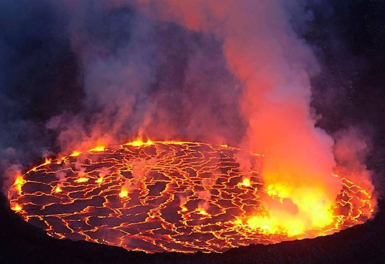Konqoda  xüsusi kimyəvi tərkibi ilə tanınan Niraqonqo vulkan püskürüb