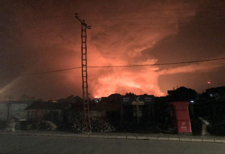 """Volcano erupts in eastern Congo, lava reaching airport in Goma-<span class=""""red_color"""">PHOTO"""