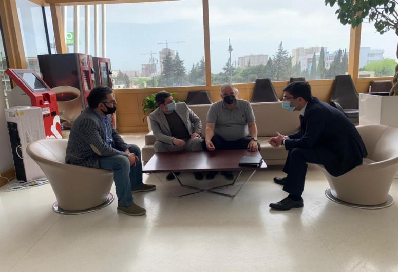 "Руководство Агентства развития медиа встретилось с членами семьи журналиста Араза Зейналова – <span class=""red_color"">ФОТО"