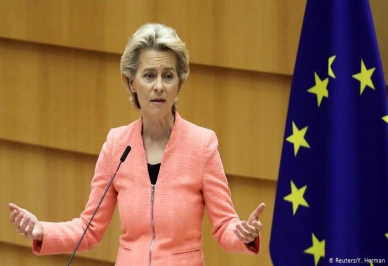 Глава Еврокомиссии назвала инцидент с самолетом в Минске неприемлемым