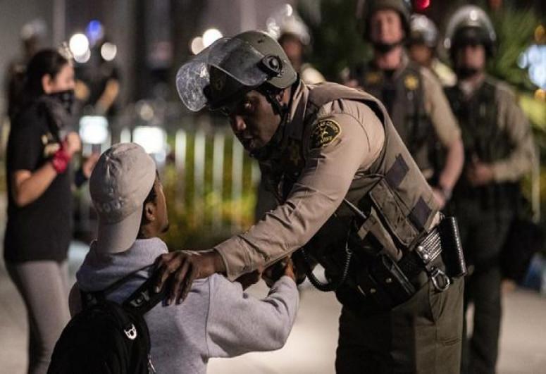 В США задержали почти 150 человек при беспорядках на TikTok-вечеринке