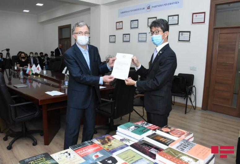 """Посольство Японии подарило Западно-Каспийскому университету книги-<span class=""""red_color"""">ФОТО"""