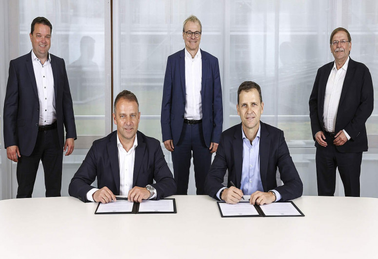Almaniya millisi Hans-Diter Fliklə 3 illik müqavilə imzalayıb