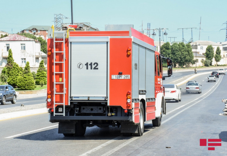 В Баку пожарный автомобиль попал в аварию, есть пострадавшие