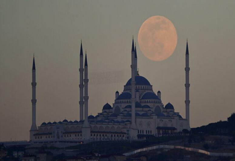 Луна подошла к Земле на минимальное расстояние