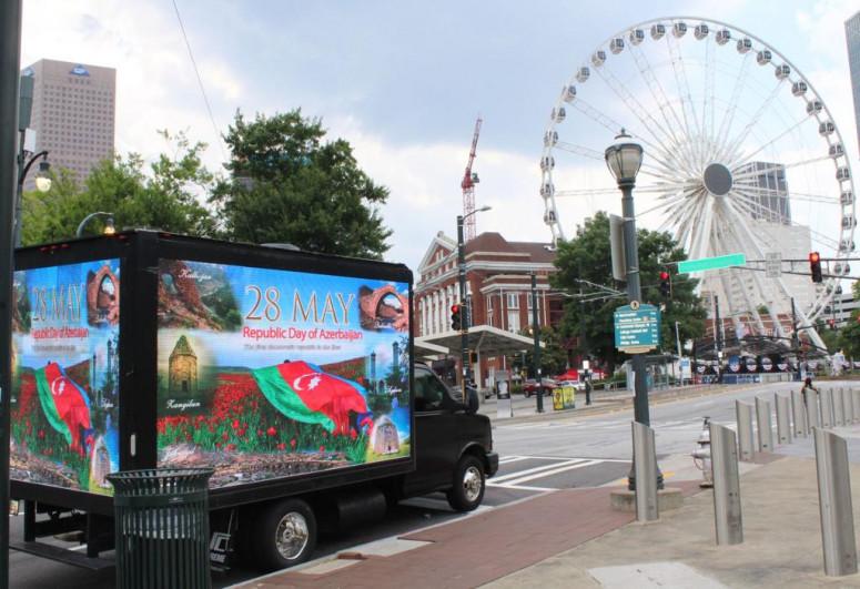"""Respublika Günü ilə əlaqədar Nyu-York, Los-Anceles və Atlantada aksiya keçirilib - <span class=""""red_color"""">FOTO</span>"""