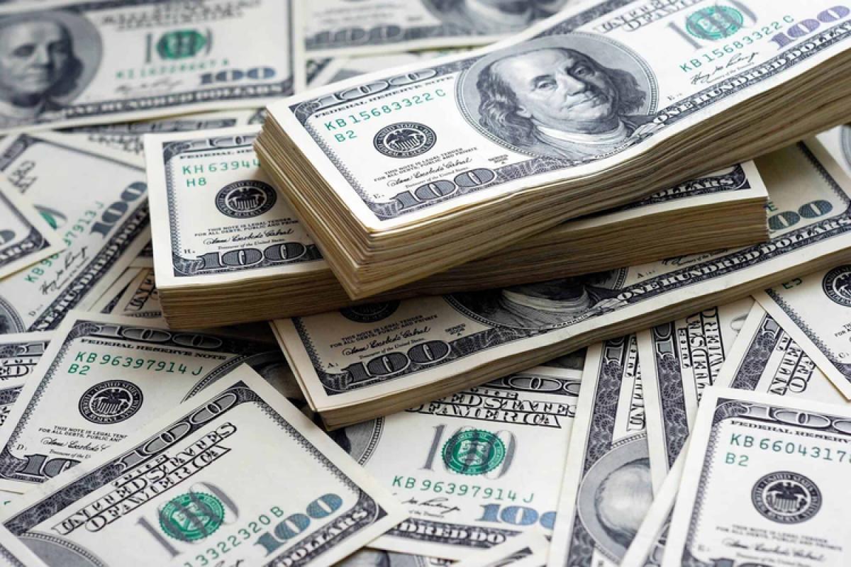 Azərbaycanda kreditlərin dollarlaşması azalmağa davam edir