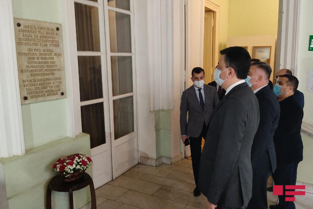 """Посол побывал в здании в Тбилиси, в котором была провозглашена АДР – <span class=""""red_color"""">ФОТО"""