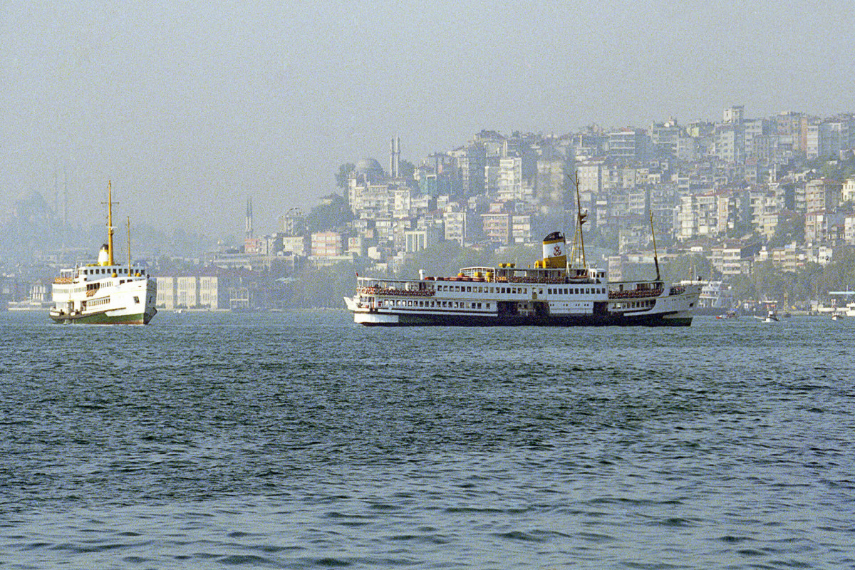 Движение по Босфору остановили из-за аварии танкера