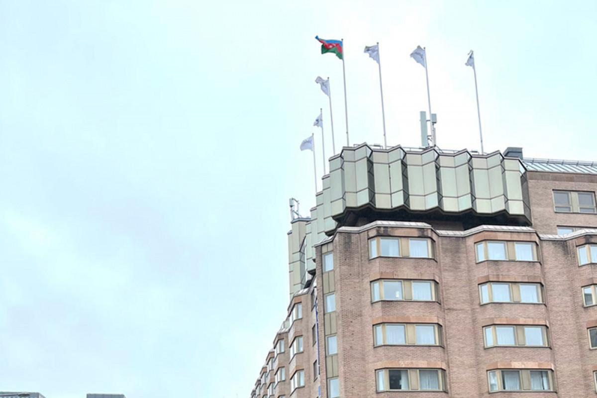 "В Стокгольме поднят азербайджанский флаг -<span class=""red_color"">ФОТО"