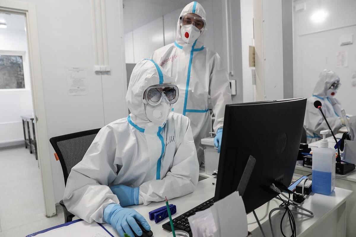 Британия и США расследуют версию лабораторного появления COVID-19
