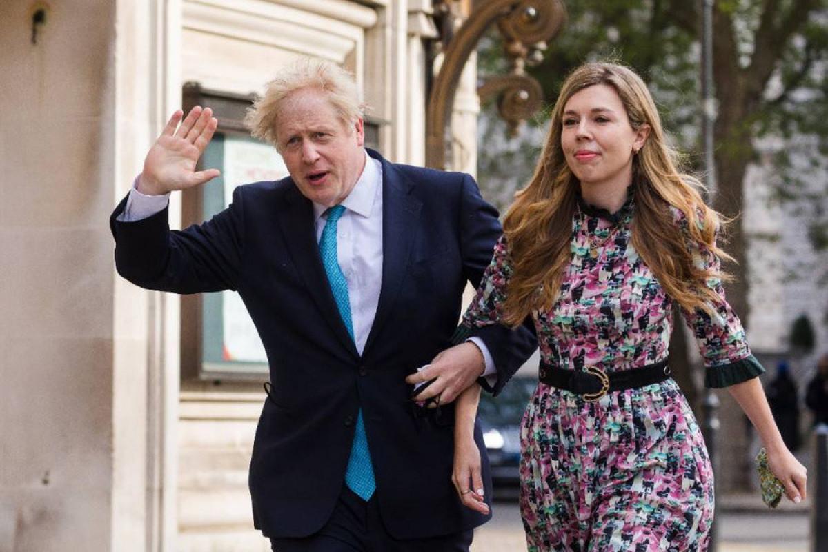 Boris Conson Kerri Symondsla gizli şəkildə evlənib