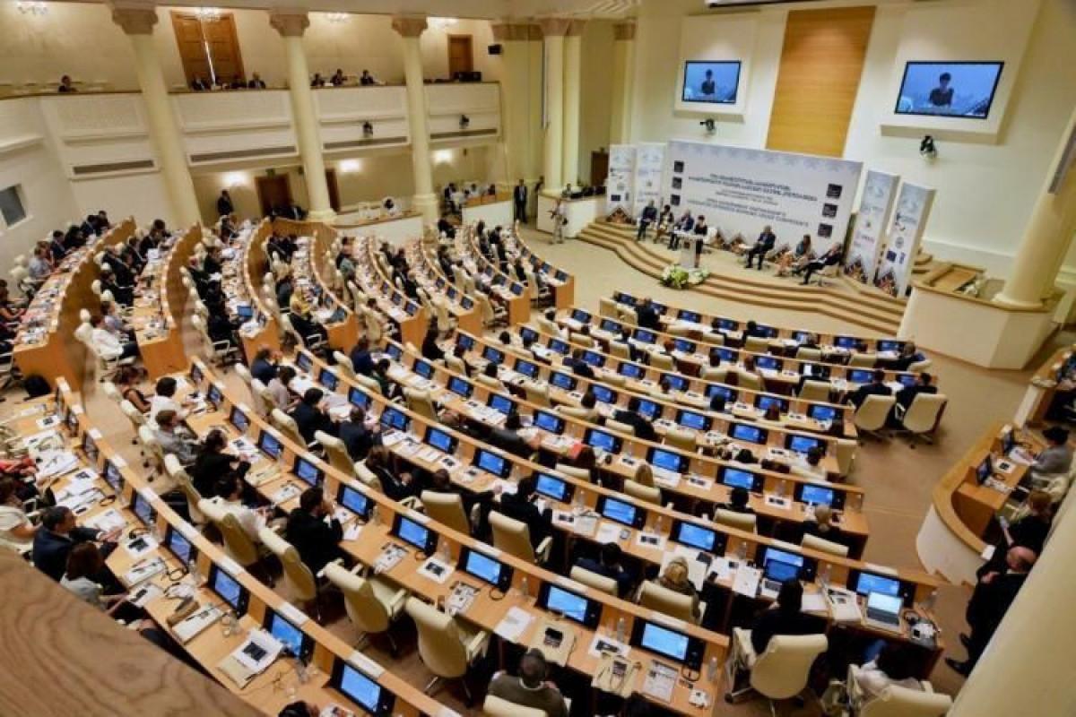 Партия Саакашвили приступила к работе в парламенте Грузии после семимесячного бойкота