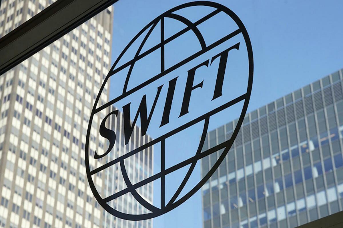 Россия готовится к возможному отключению от SWIFT