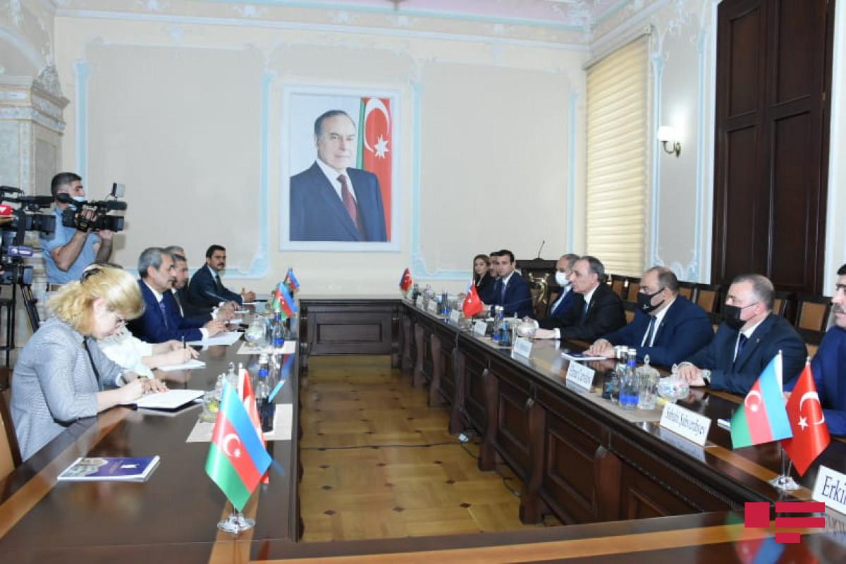 Kamran Əliyev və Türkiyə Ali Məhkəməsinin Baş prokuroru hüquqi əməkdaşlığa dair memorandum imzalayıblar