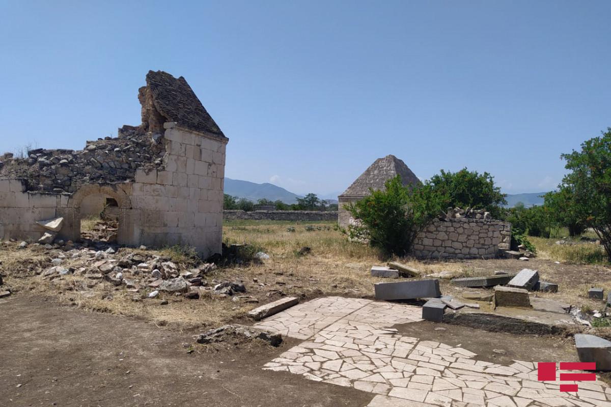 Журналисты посетили разрушенный армянами в Агдаме комплекс «Имарет»