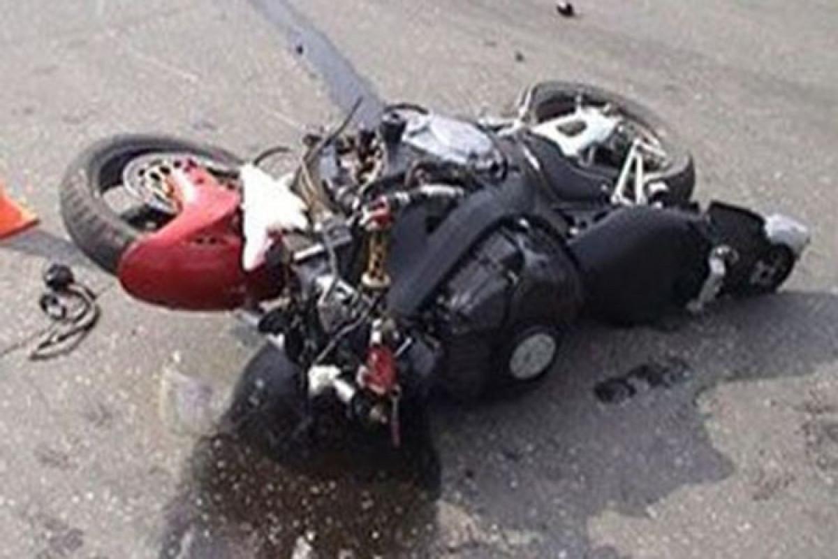 В Нефтчале автомобиль столкнулся с мотоциклом, есть погибший
