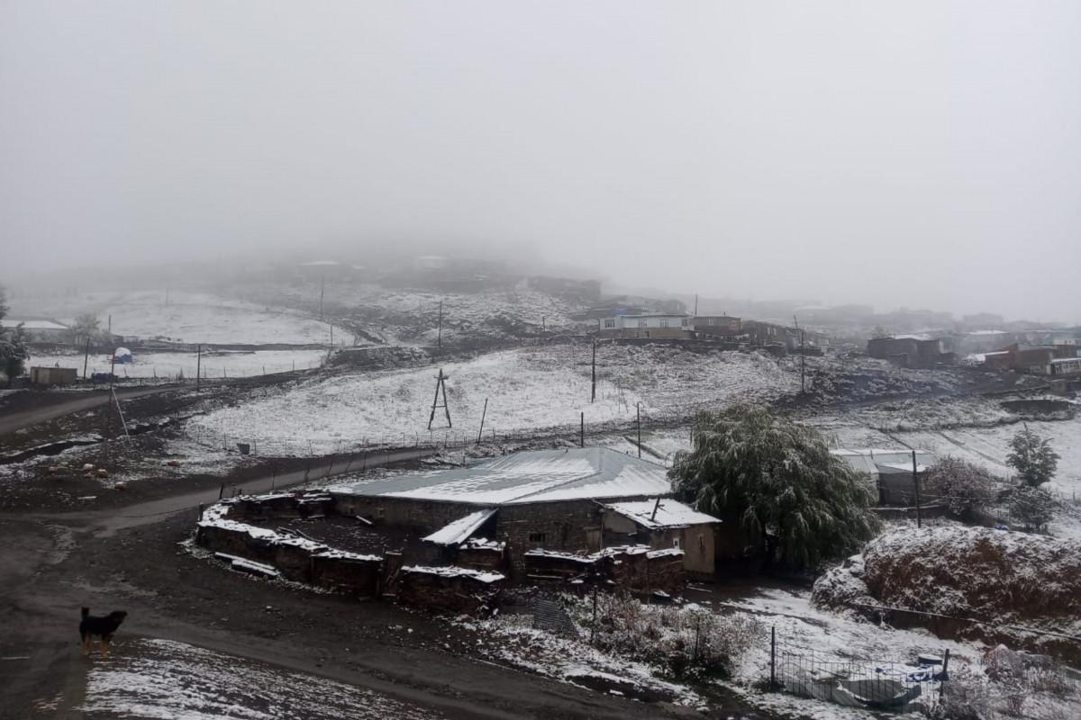 Qubanın Xınalıq və Qrız kəndlərinə qar yağıb - FOTO  - VİDEO
