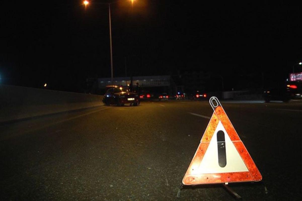 Biləsuvarda yük avtomobili piyadanı vurarq  öldürüb