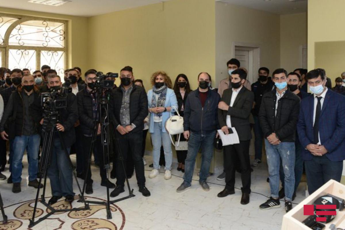 NRYTN-ın təqaüd proqramını qazanan şagird və tələbələrlə görüş keçirilib