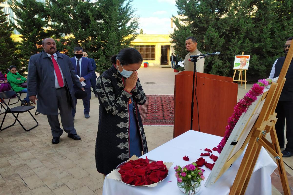 Bakıda Mahatma Qandinin doğum gününün 152-ci ildönümü qeyd edilib - FOTO