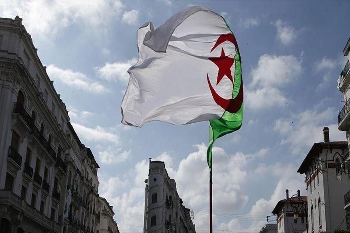Алжир отозвал посла во Франции для консультаций