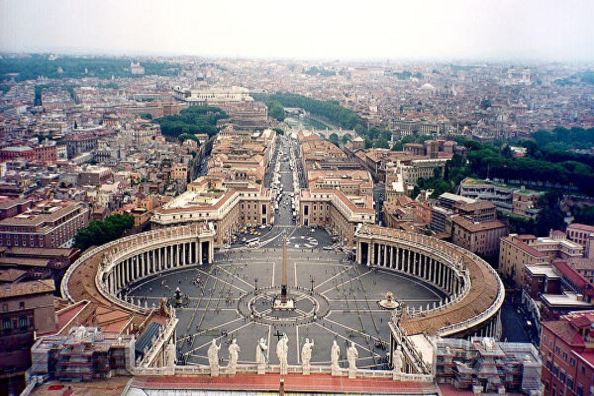 Papanın üç mühafizəçisi peyvənddən imtina edərək vəzifələrindən istefa verib