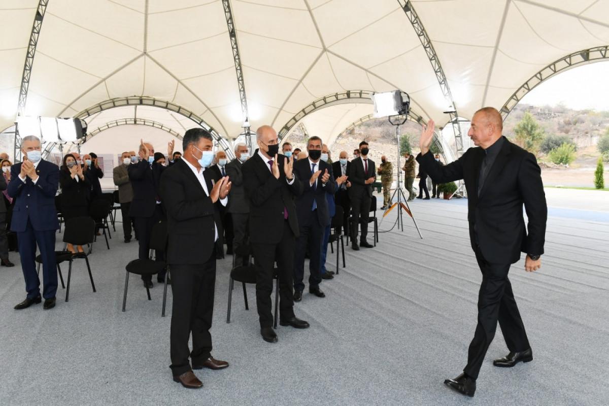 Prezident İlham Əliyev Cəbrayılda rayon ictimaiyyətinin nümayəndələri ilə