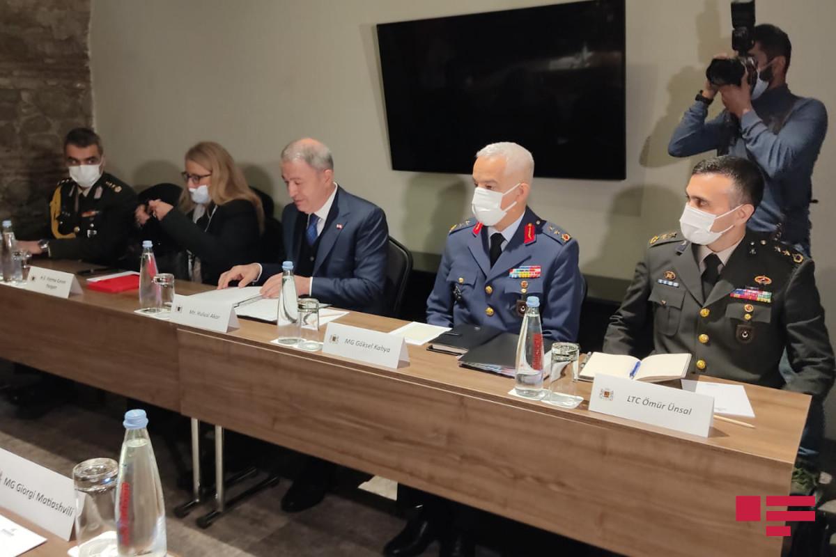 Gürcüstan və Türkiyənin müdafiə nazirləri arasında görüş olub - FOTO