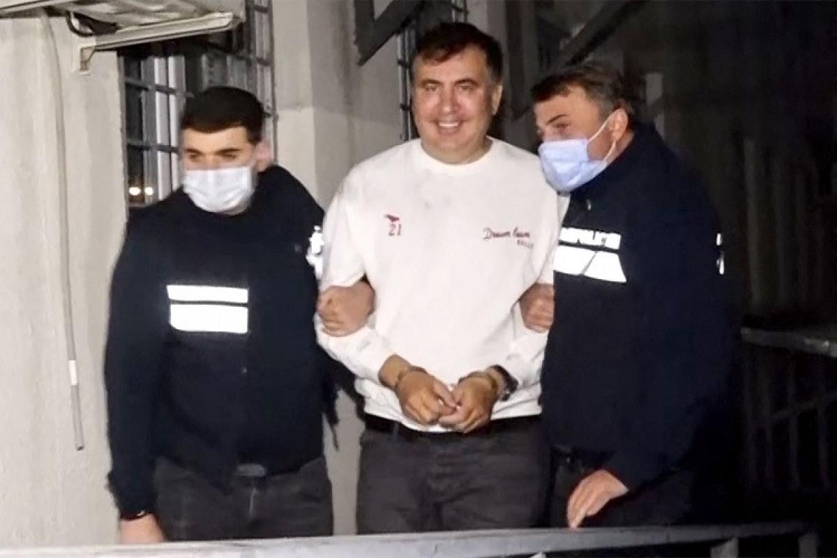 Saakaşvili aclıq aksiyasını dayandırıb