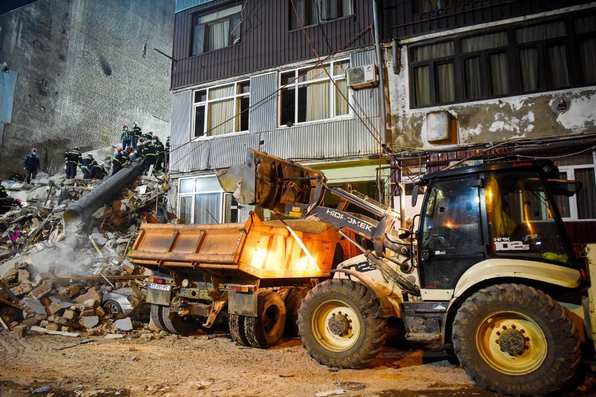 Batumidə yaşayış binasının çökməsinin səbəbi açıqlanıb, 3 nəfər saxlanılıb