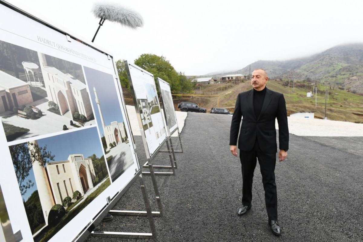 Prezident İlham Əliyev Hadrutda məscidin təməlini qoyur