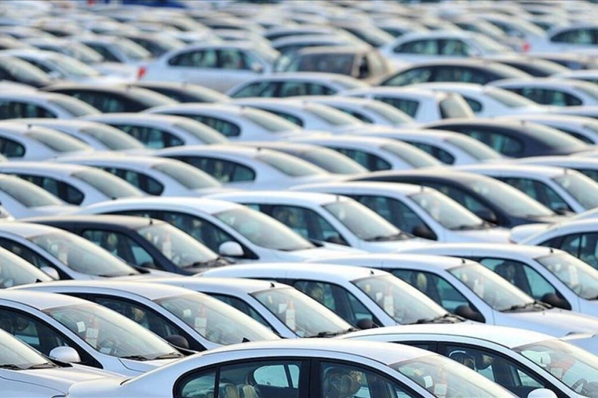 Çində avtomobil satışları kəskin azalıb