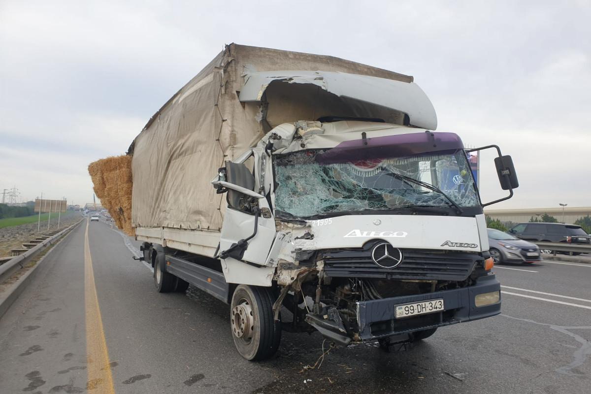 Задержан водитель грузовика, столкнувшегося с пассажирским автобусом на дороге в аэропорт
