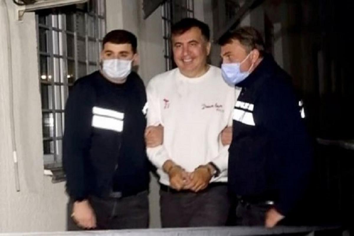 Saakaşvili həbsxana həkimləri tərəfindən müayinə olunmasına razılıq verib