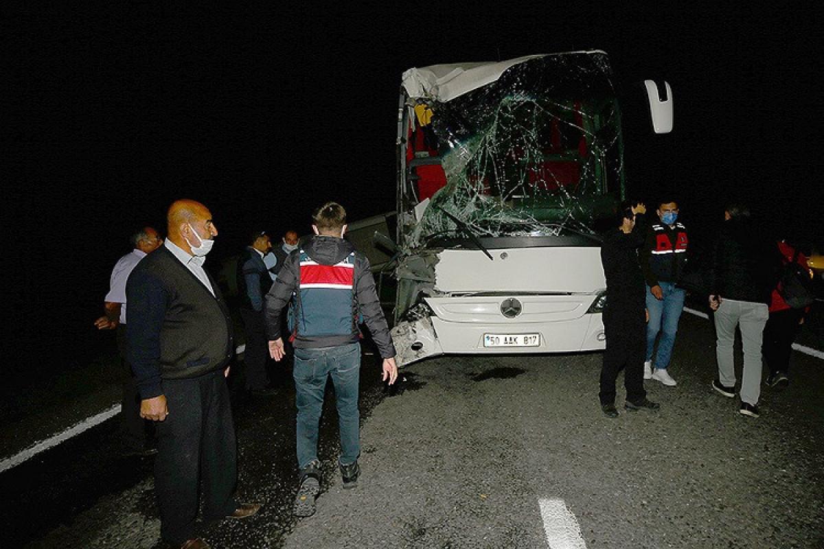 Türkiyədə şagirdlərin olduğu iki avtobus qəzaya uğrayıb, 40-dan çox yaralı var - FOTO  - VİDEO