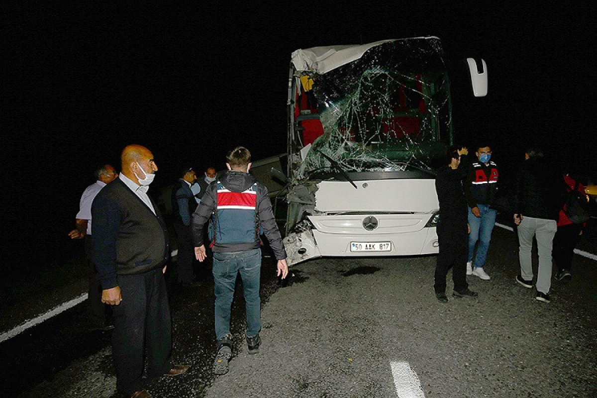 Two buses carrying students crashed in Turkey,  more than 40 people injured