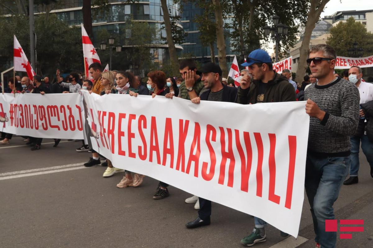 Tbilisidə Saakaşvilinin azadlığa buraxılması tələbi ilə keçirilən mitinq insidentsiz başa çatıb - FOTO  - YENİLƏNİB