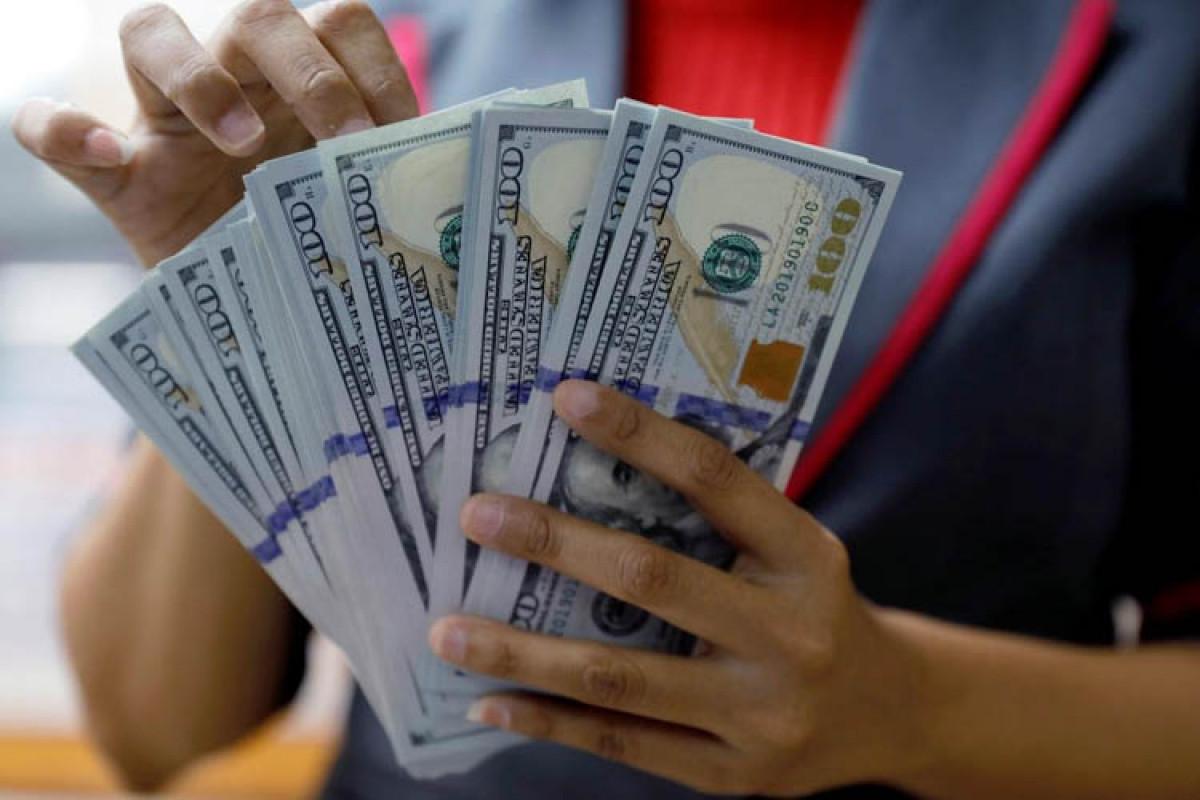 Banks suspend acceptance of USD in Azerbaijan
