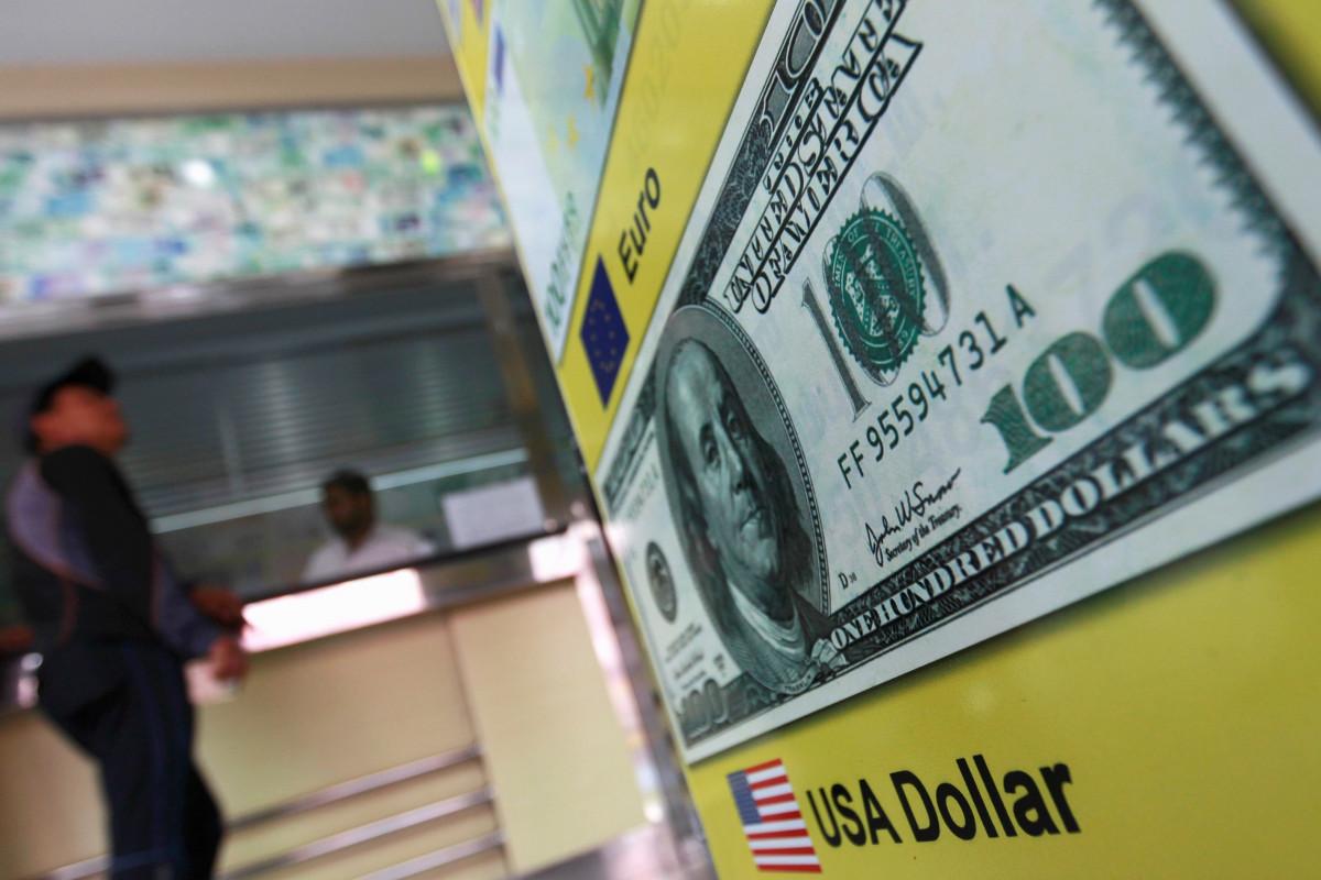 Azərbaycanda banklar dollar qəbulunu dayandırıb