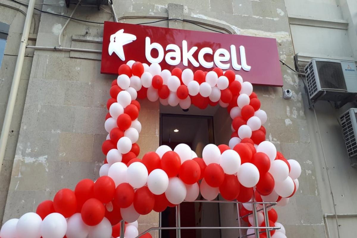 """""""Bakcell"""" yeni konsepsiyalı satış və xidmət mərkəzini istifadəyə verib - <span class=""""red_color"""">FOTO"""