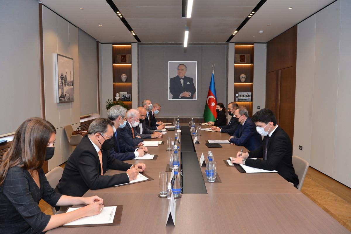 Джейхун Байрамов принял делегацию Франции