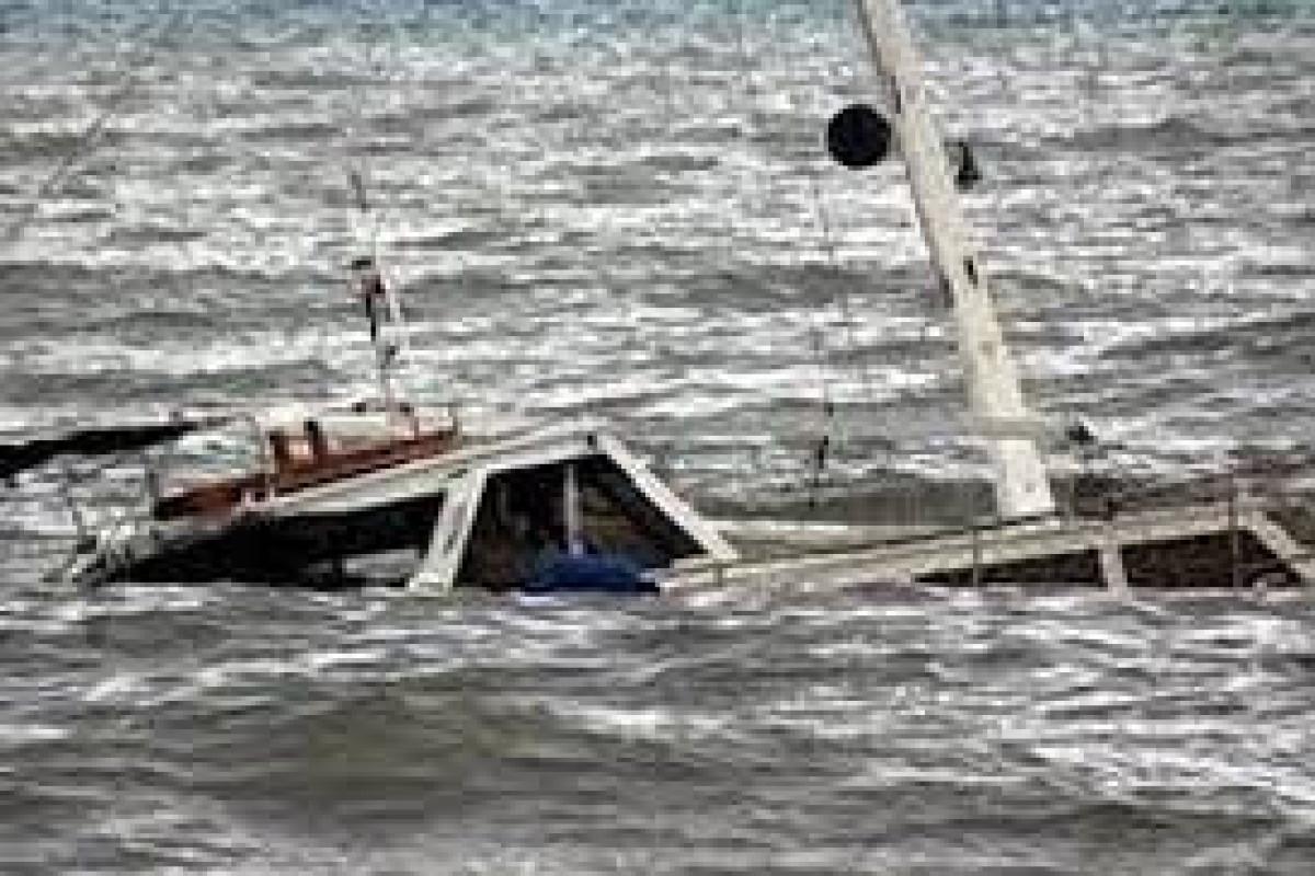 Çin sahillərində balıqçı gəmisi batıb, 11 nəfər itkin düşüb