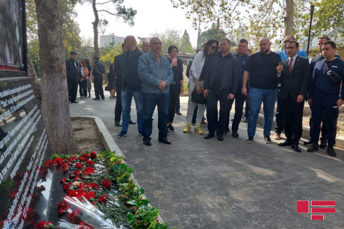 Делегация Верховной Рады Украины посетила территорию в Гяндже, подвергшуюся ракетному обстрелу Армении